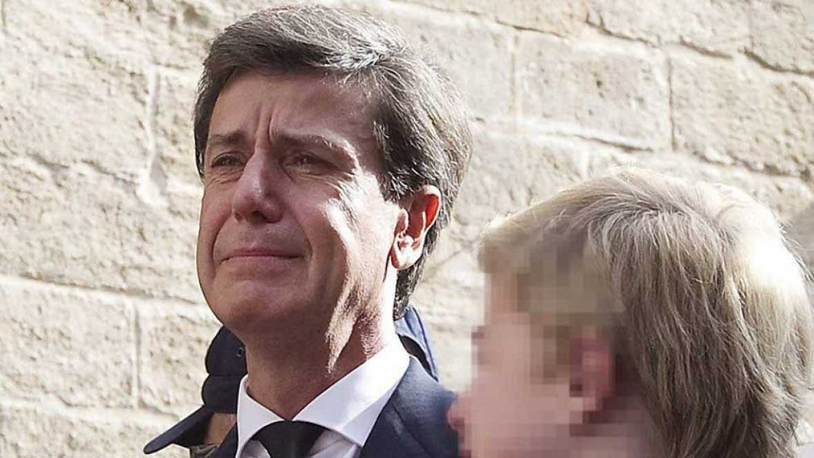 Cayetano Martínez de Irujo, ingresado en una clínica de Sevilla