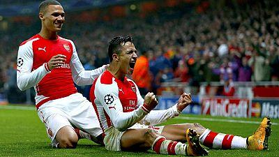 El Arsenal, con tantos de Alexis Sánchez y Yaya Sanogo, se reencontró hoy con la victoria tras imponerse con un contundente 2-0 al Borussia Dortmund y selló su pase a los octavos de final de la Liga de Campeones.