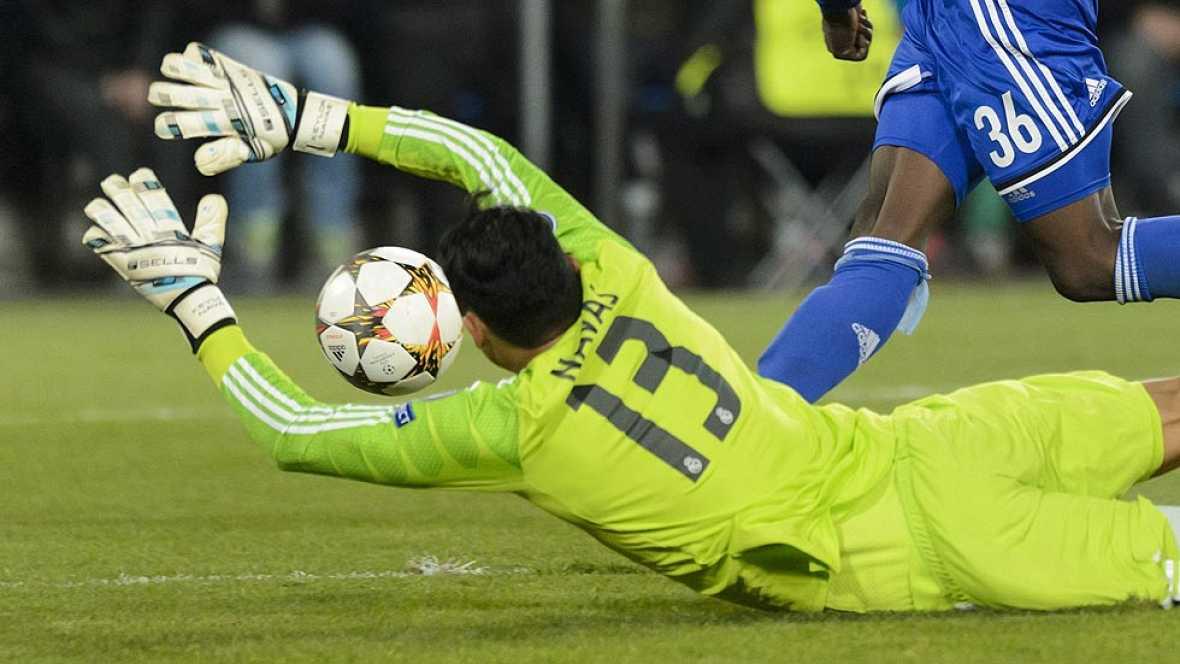 Keylor Navas fue titular en lugar de Casillas ante el Basilea. Hizo una parada enorme. Se anticipa a la intención de Embolo, se estira a más no poder y, con los dedos, evita el gol. Keylor no olvidará este partido, el de su debut en la Champions.