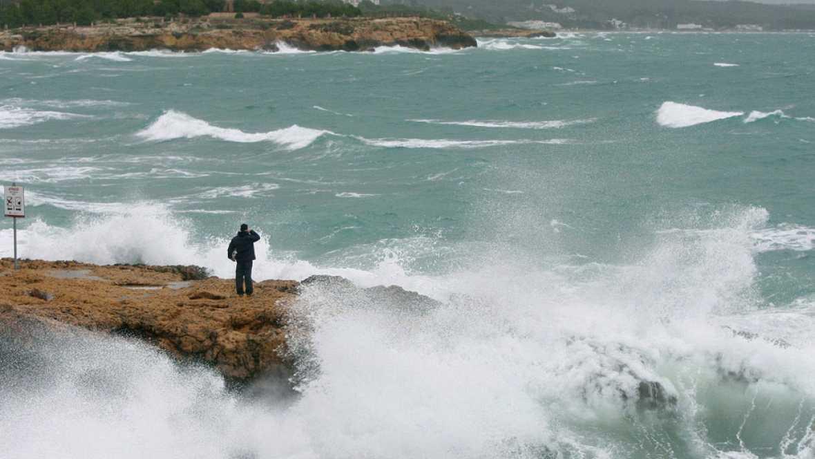 Veinte provincias españolas están en alerta por vientos, lluvia o mala mar