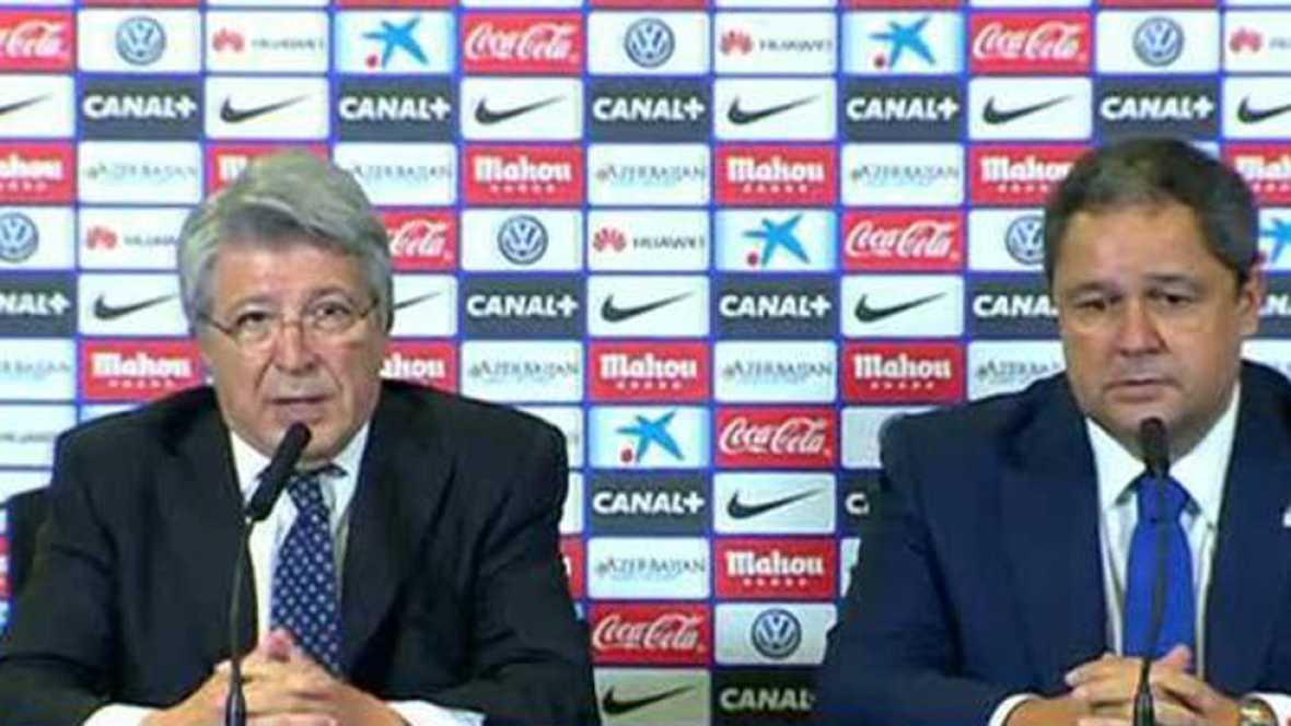 """El presidente del Atlético de Madrid, Enrique Cerezo, junto con el del Deportivo, ha asegurado que  ni el fútbol ni los dos equipos """"tienen que ver"""" con los incidentes ocurridos en los aledaños del Calderón."""