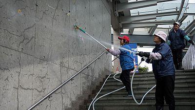 Hong Kong trata de recuperar la normalidad tras el desalojo de los acampados