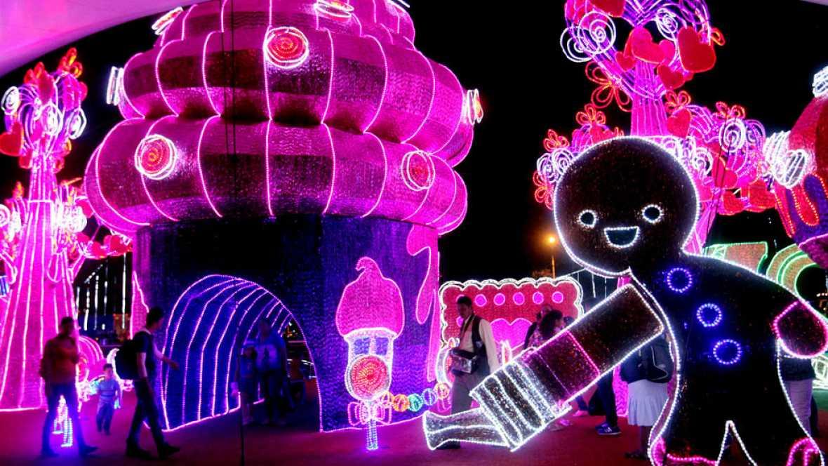 Las iluminaciones navideñas engalanan los centros de muchas ciudades