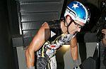 Xavier Casas sube en bicicleta los 1.300 escalones de la torre Sacyr