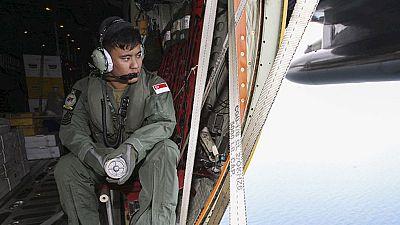 Las autoridades de Indonesia creen que el avión desaparecido podría estar en el fondo del mar