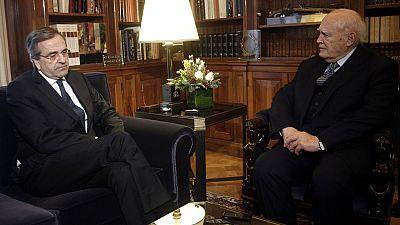 Samarás pide oficialmente la disolución del Parlamento griego y comienza la campaña