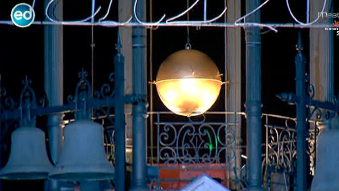 Espa a directo toda espa a pendiente del reloj de la for Puerta del sol hoy en directo