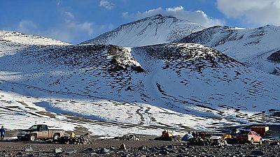 El equipo de rescate que trataba de recuperar el cuerpo del montañero vasco Fernando Osa, fallecido en el nevado Ojos del Salado, ha logrado su objetivo y ha descendido el cadáver que se encontraba en la parte argentina de este volcán, fronterizo con