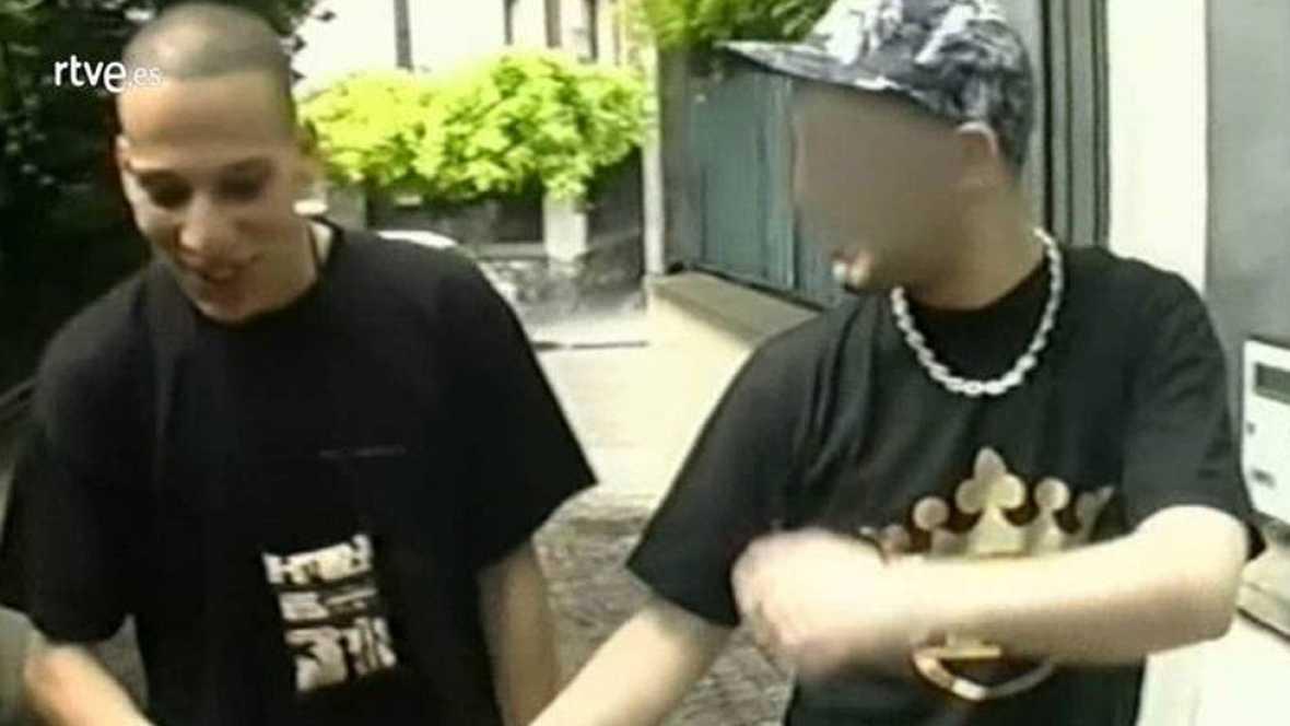 Chérif Kouachi, sospechoso del atentado contra la revista 'Charlie Hebdo', en París aparece en un reportaje de televisión del programa Pieces á Convictions emitido en 2005.