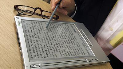 Según la encuesta del CIS sobre hábitos de lectura, los españoles prefieren el papel al libro electrónico