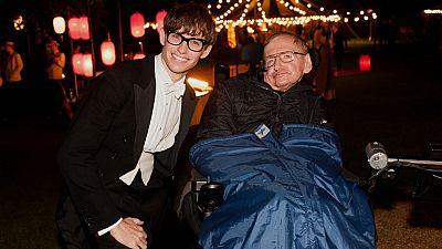 RTVE.es os adelanta en exclusiva un 'making of' de 'La teoría del todo' con imágenes de Stephen Hawking en el rodaje