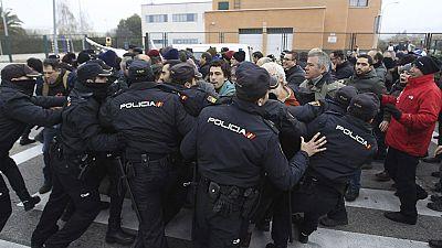 Enfrentamientos entre trabajadores y Policía en la planta de Coca-Cola