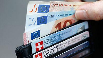 La depreciación del euro se agudiza tras la bajada de tipos del Banco Central Suizo