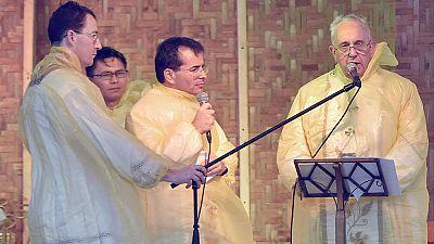 El papa visita Tacloban, arrasada por el tifón Yolanda de 2013