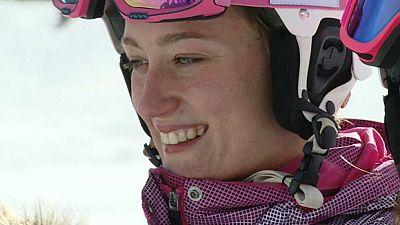"""Hemos vivido las ocho horas de entrenamiento diario de Mireia Belmonte en Sierra Nevada, que incluyen esquí alpino, algo realmente novedoso en la preparación de una nadadora de élite. En el Telediario de esta noche conoceremos """"El Método Mireia""""."""