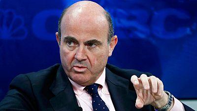 Guindos asegura en Davos que la política monetaria no resuelve los problemas estructurales