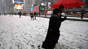 Nueva York prohíbe la circulación por un temporal de nieve