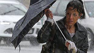 Viento fuerte en gran parte del país y lluvias en el Cantábrico y el este de Andalucía