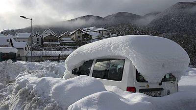 Persiste el riesgo de inundaciones y la nieve complica el transporte por carretera