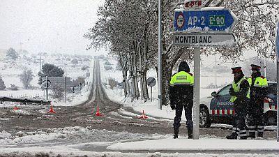 La nieve obliga al cierre de muchas vías en todo el país