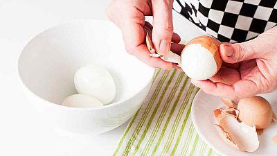 As� se pela un huevo duro en 7 segundos