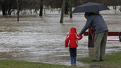 Varios ríos amenazan con desbordarse a causa del deshielo y las lluvias y en Pirineos hay alerta roja por nevadas