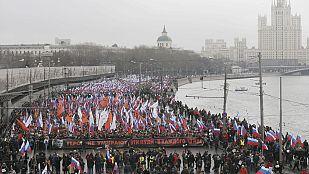 Miles de personas marchan en Moscú en homenaje a Boris Nemtsov