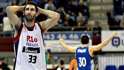 El Gipuzkoa Basket derrota en la prórroga al Rio Natura Monbus (97-94). Un extraordinario Corbacho (32 puntos, 8 triples) forzó la prórroga, que pudo evitar Pumprla desde el tiro libre. En el tiempo extra, resolvieron los donostiarras, con Grimau, Ha