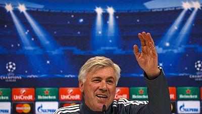 """Ancelotti ha respondido a preguntas comprometidas con su serenidad habitual. Y ha dicho que tiene claro cuál es el problema del Real Madrid. """"Demasiado toque, el juego no es rápido y no hay una buena combinación entre el tiempo de pase y el de desmar"""