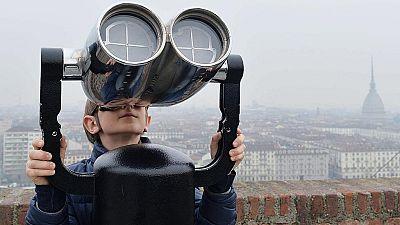 """El """"espectáculo natural"""" del eclipse de sol atrae a cientos de astrónomos aficionados"""
