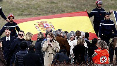 Los familiares de las víctimas del accidente de avión visitan la zona y recuerdan a sus fallecidos