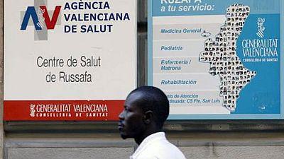 Los inmigrantes irregulares tendrán de nuevo acceso a la atención primaria pero no la tarjeta sanitaria.