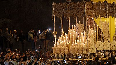 """Sevilla acoge con emoción la tradicional """"Madrugá"""""""