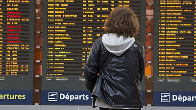 La huelga de controladores en Francia ha obligado a las compañías a buscar otros vuelos para sus clientes