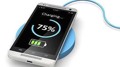 Científicos diseñan una batería de aluminio que carga el móvil en un minuto