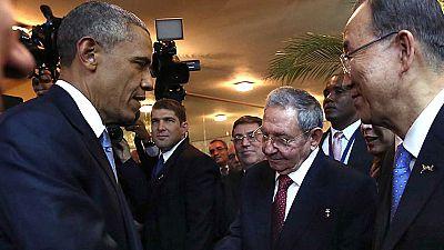 Saludo entre Barack Obama y Raúl Castro en la Cumbre de las Américas de Panamá