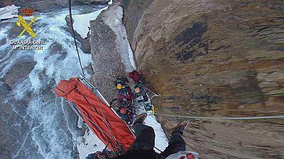 Primeras imágenes del rescate de los cadáveres de los dos montañeros españoles