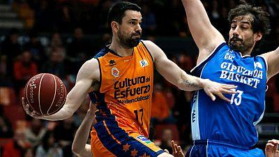 El Valencia ha cosido a triples al Gipouzkoa Basket, que no ha podido hacer nada ante los 17 tiros de tres convertidos por los 'taronjas'.