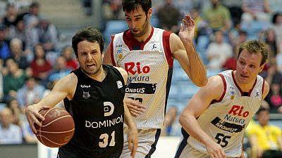 El Obradoiro derrotó al Dominion Bilbao Basket por 77-72 y sigue soñando con entrar en las eliminatorias por el título.