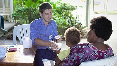Un equipo liderado por un español erradica el pian de una isla de Papúa Nueva Guinea