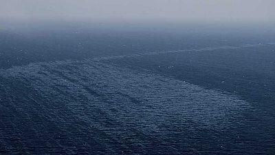 Sigue saliendo fuel del pesquero ruso hundido a 28 kilómetros de Canarias