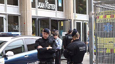 Un alumno armado con una ballesta y un puñal mata a un profesor en un instituto de Barcelona