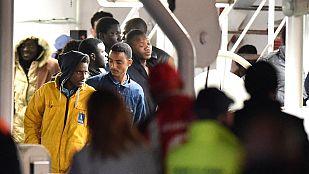 Naufragio en Italia - Italia detiene a dos de los supervivientes por presunta trata de personas