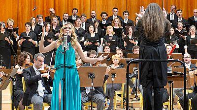 """Edurnevision - Edurne y la Orquesta y Coro de RTVE interpretan la versi�n sinf�nica de """"Amanecer"""""""