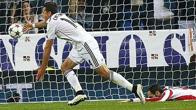 Gracias a un gol del mexicano 'Chicharito' Hernández, el Real Madrid ha eliminado al Atlético de Madrid y se ha clasificado para las semifinales de la Champions.