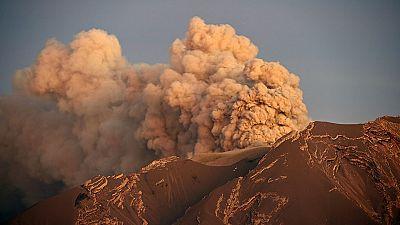 La erupción del volcán Calbuco obliga a evacuar a unas 6.400 personas en Chile