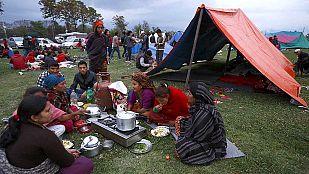 La lluvia y el frío complican la situación de los nepalíes tras el terremoto