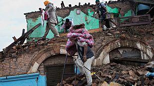 Nepal espera la llegada de ayuda internacional mientras los muertos ascienden a más de 3.200