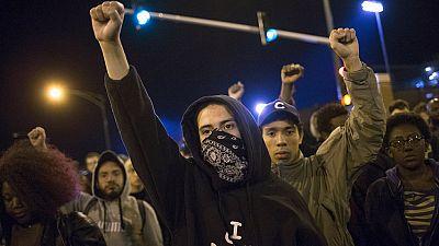 Enfrentamientos aislados entre la policía y manifestantes tras el toque de queda en Baltimore