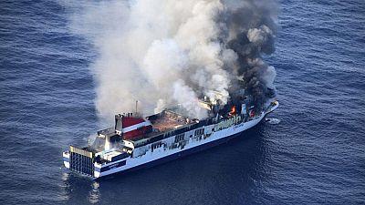 El incendio del ferry en aguas de Mallorca está controlado y de momento no hay vertidos